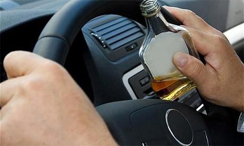 Uống rượu bia trước khi lái - hiểm họa rình rập